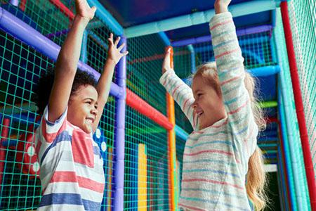 2 کودک در یک سازه سافت پلی (پلی گراند)